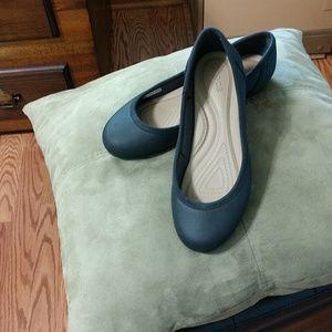 Black Crocs ballerina flats